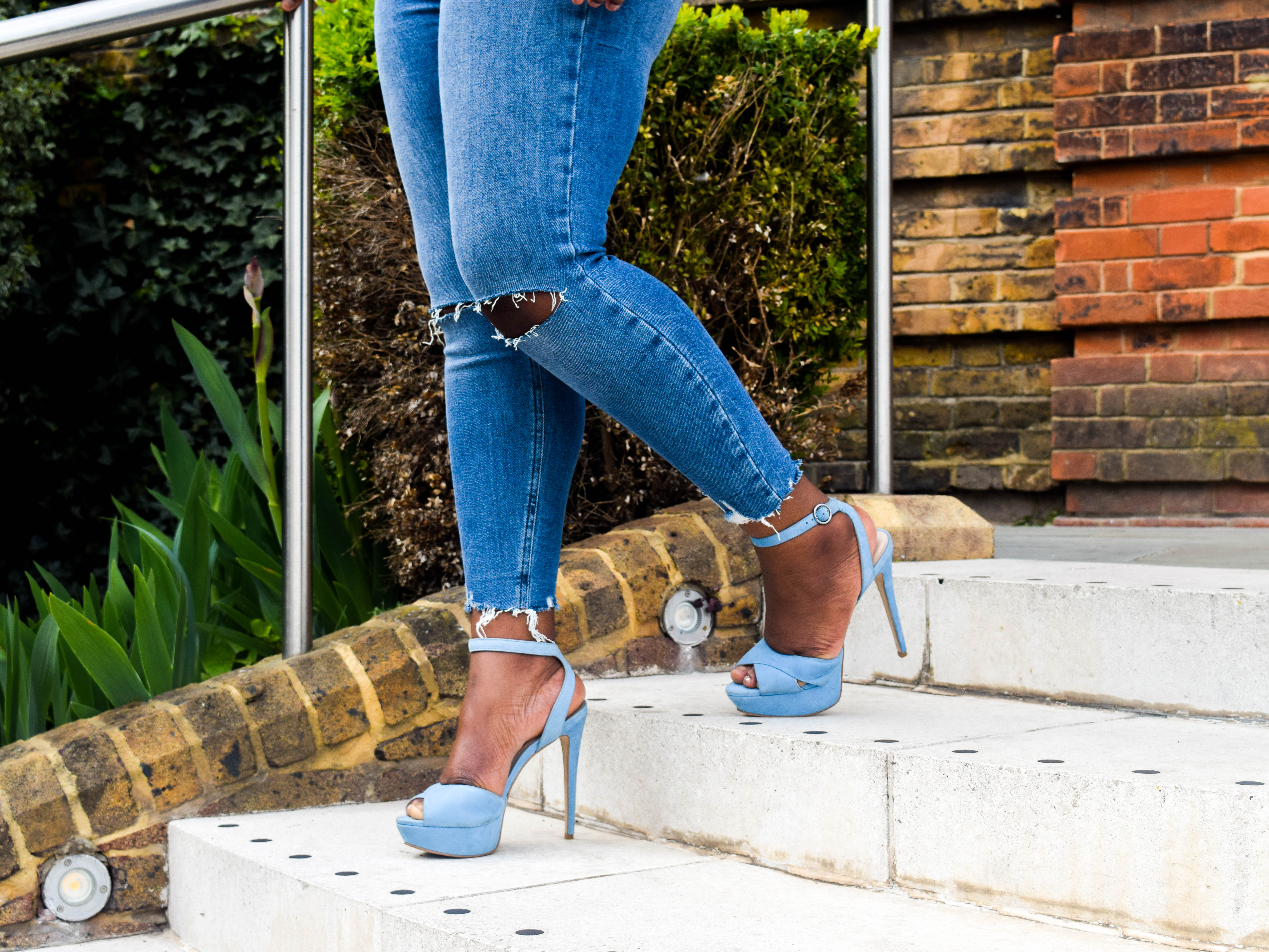 Jeans for curves New Look Ripped Distressed Jeans with heels